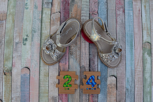 Roze Sparkly Silver Sandals Size 24