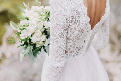 Bride holds a wedding bouquet, wedding d