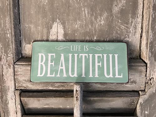 Schild:  Life is beautiful