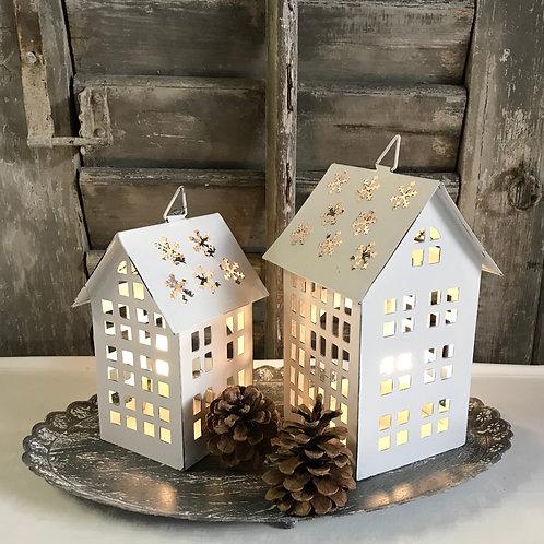 Haus mit Schneeflockendach - 2 Grössen
