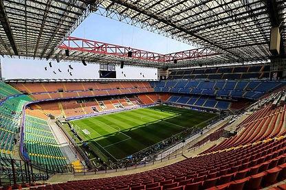 stadio-san-siro-vuoto_edited.jpg