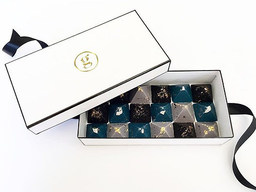 Giftbox of 18 Chocolate Pyramids