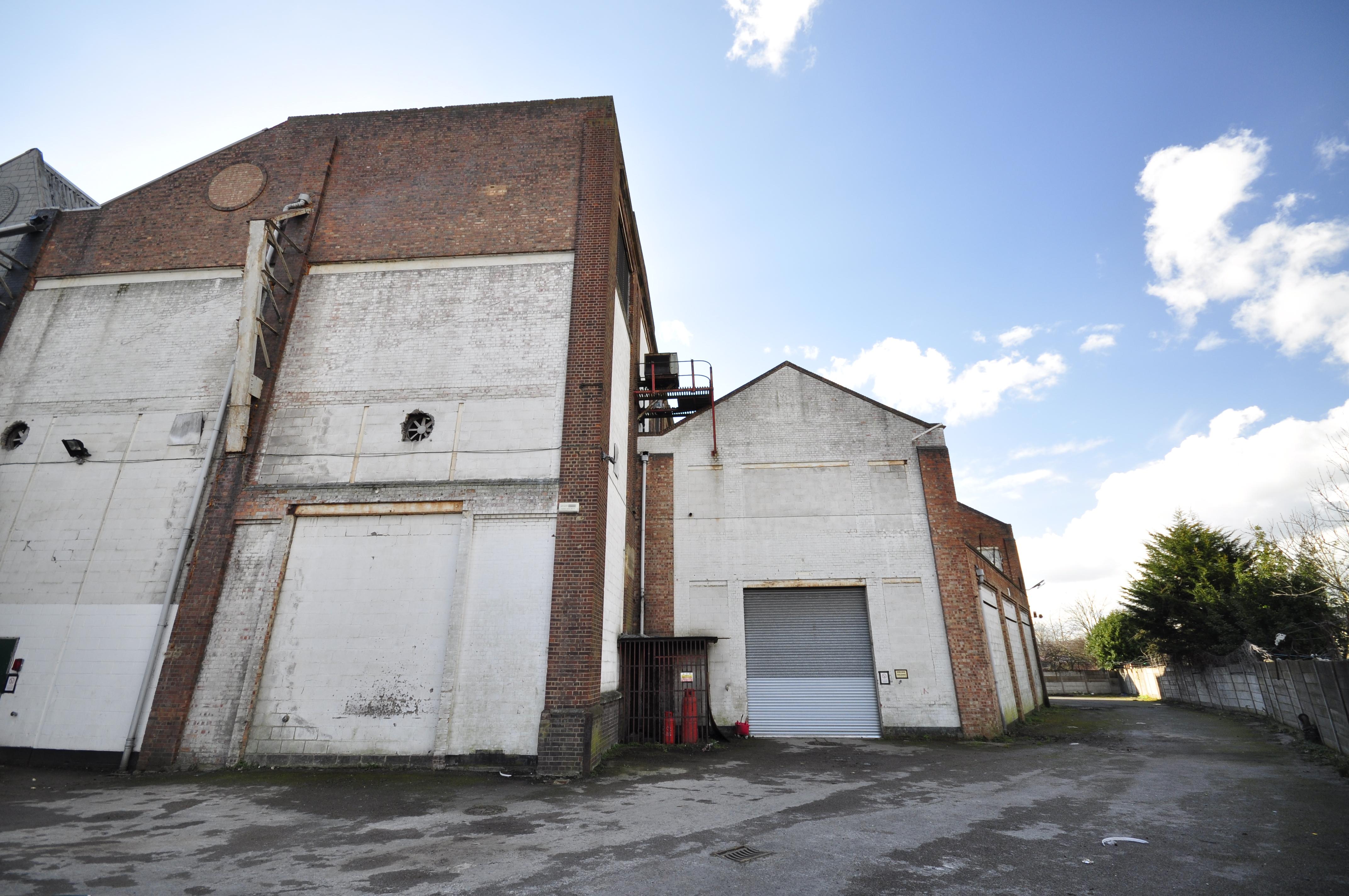 Neasden Warehouse, NW10 2XA - Exterior Loading Area - Image 4