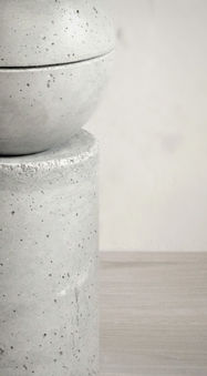 Beistelltsiche und Hocker aus Beton  |  Betonmöbel