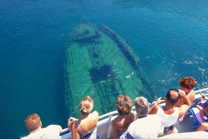 Glass bottom cruise