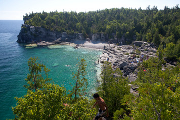 grotto in bruce peninsula national park