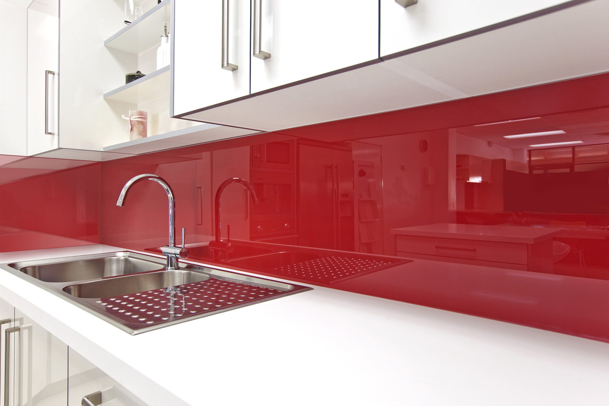 Lustrolite Rouge Kitchen Lifestyle