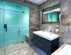Lustrolite Glacier Shower Lifestyle-2304