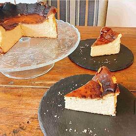 バスクチーズケーキ (1).jpg