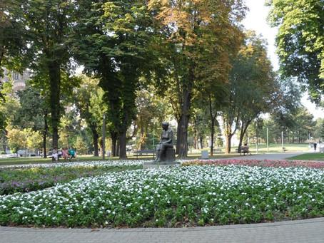 PARQUE TAŠMAJDAN - sombra, água fresca e música clássica no coração de Belgrado