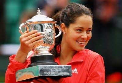 Ana Ivanović ao vencer o Roland Garros