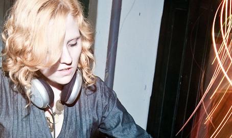 ENTREVISTA COM A DJ E PRODUTORA MARIA ALMEIDA DA FESTA GO EAST