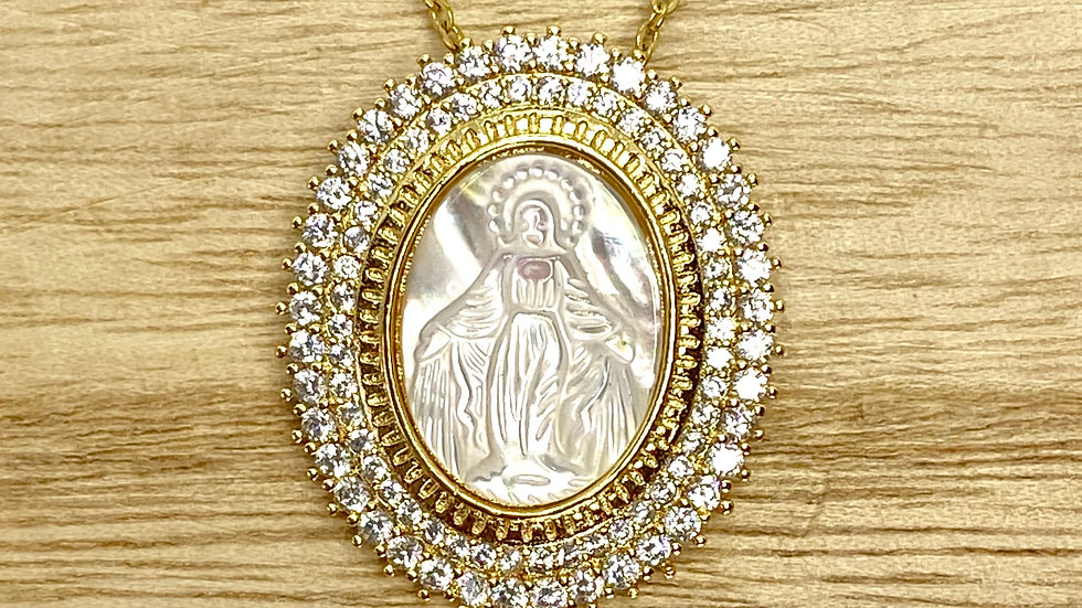 Necklace Miraculous Medal mother pearl. Stainless steel chain.