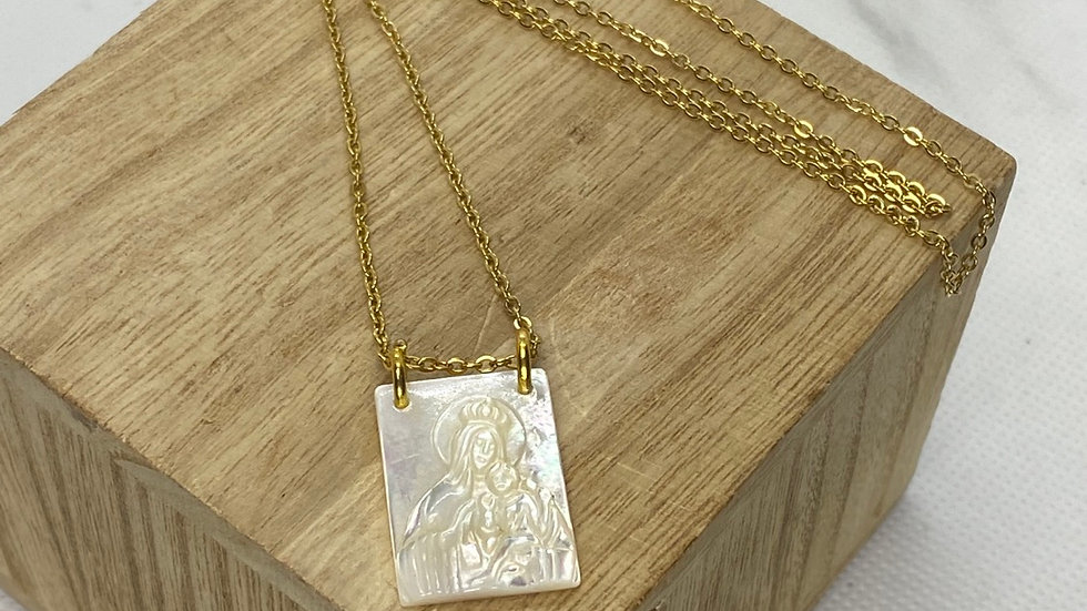 Scapular Mother of Pearl necklace