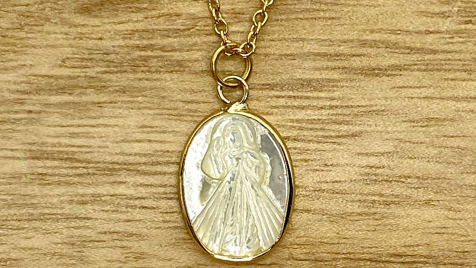 Necklace Divine Mercy oval mother pearl. Stainless steel chain.