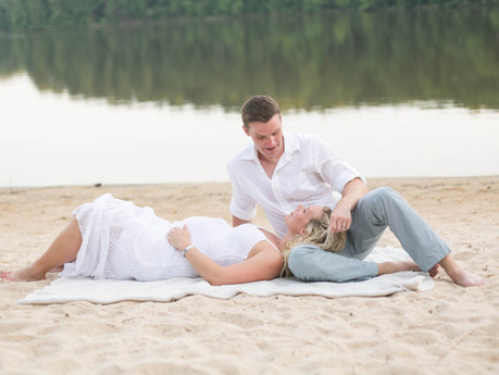 Nikki + Dave Maternity @ Lake Johnson - Raleigh, North Carolina