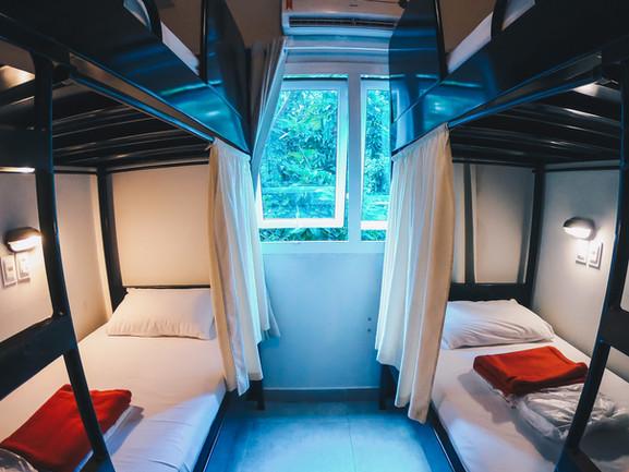 Dormitório deluxe de 6 camas com banheiro