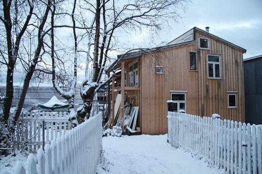 Guro og Johns hus under bygging (foto: Nøysom arkitekter)