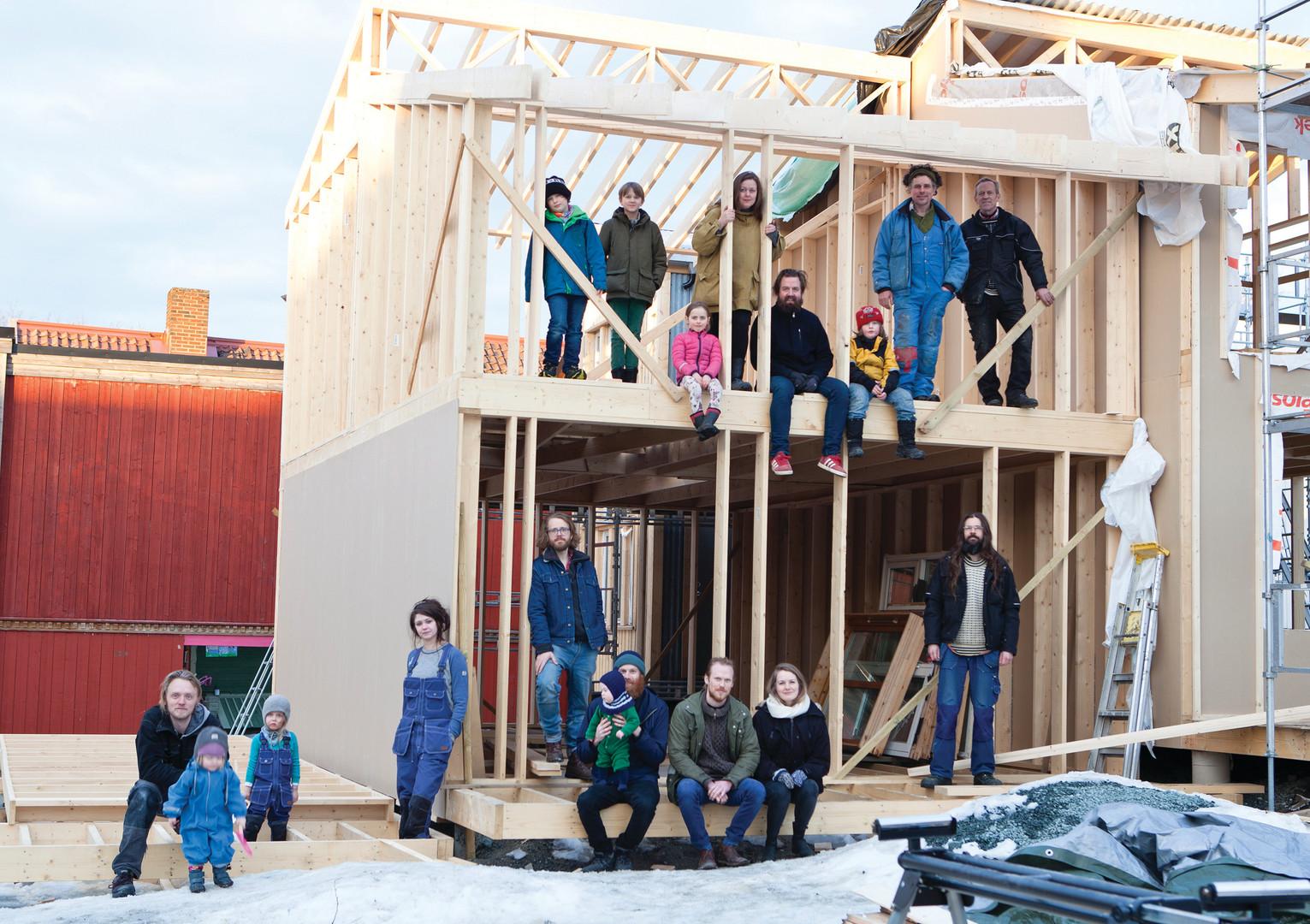 Selvbyggerne, arkitektene og byggmesteren (foto, Vigdis Haugtrø)