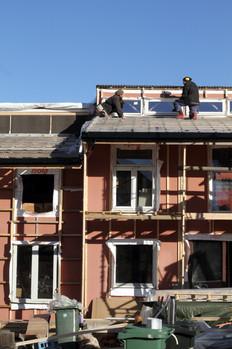 Markus og Per Kristian på taket (foto: Nøysom arkitekter)