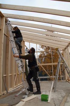 Torfinn bygger felleshus med sønnen sin  (foto: Nøysom arkitekter)