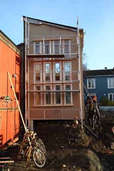 Torfinn og Per Kristian bygger felleshus  (foto: Nøysom arkitekter)