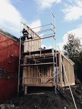 Bygging  av felleshuset (foto: Nøysom arkitekter)