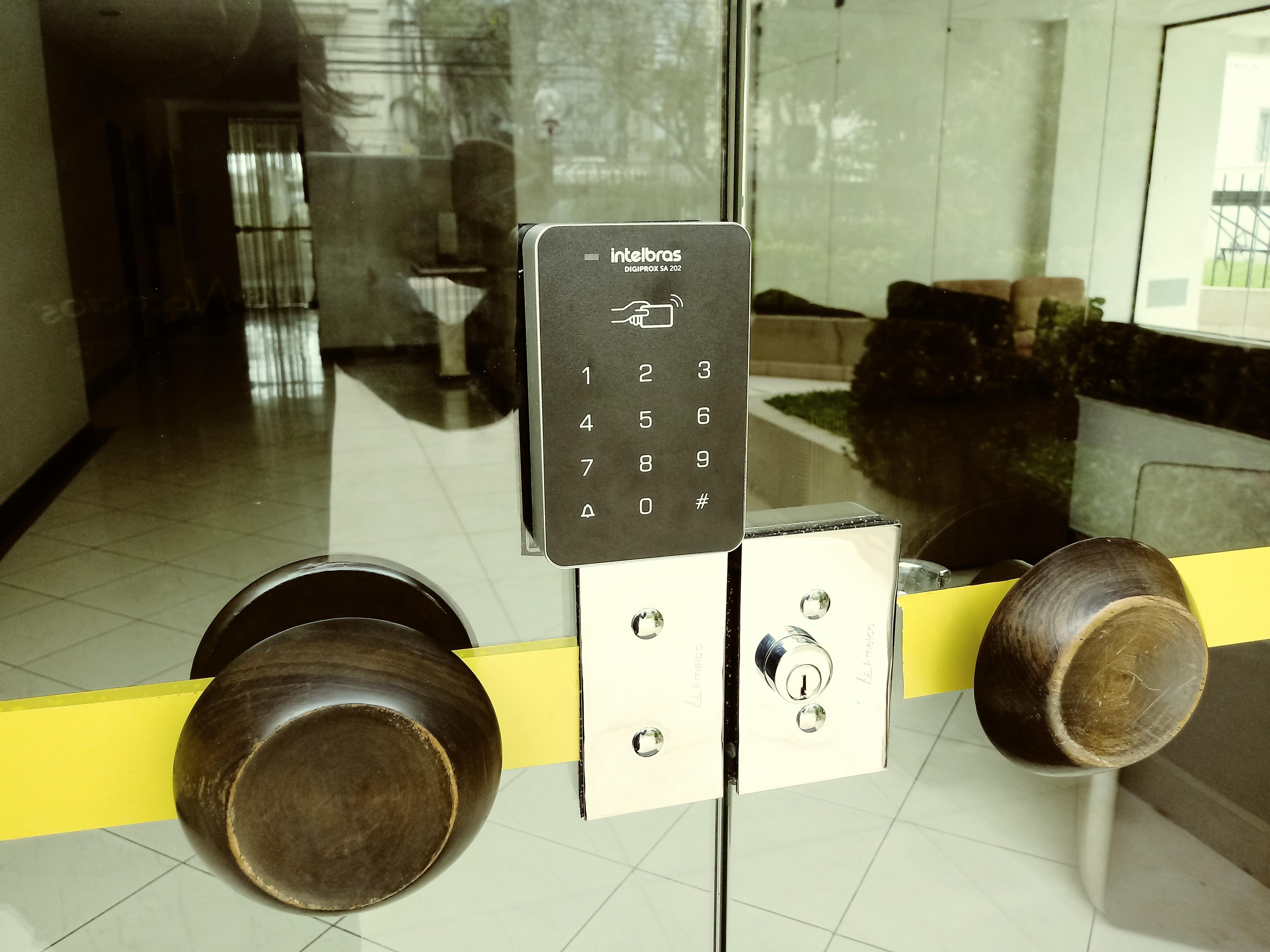 Fechadura eletrônica