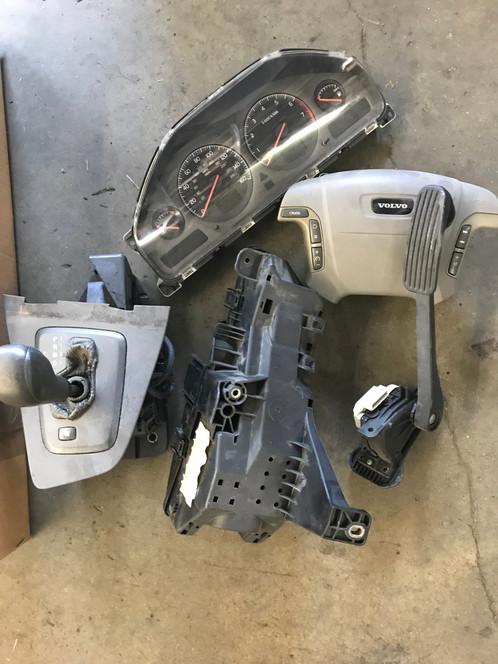 Assorted 00 Volvo S80 Parts