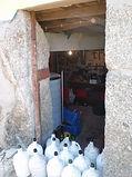 huisgemaakte rode wijn in kruiken www.portugal-safari-lodge.com
