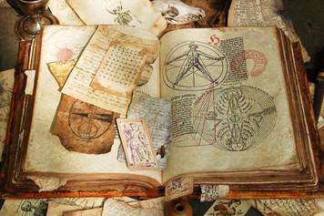 2384. 不思議な古書を読む夢