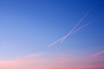 2304. あの飛行機雲のように
