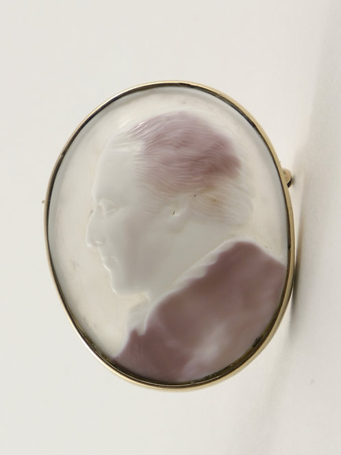 9k Antique Conch Shell Cameo Brooch