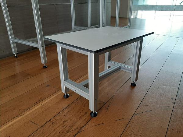 שולחן לחדר נקי