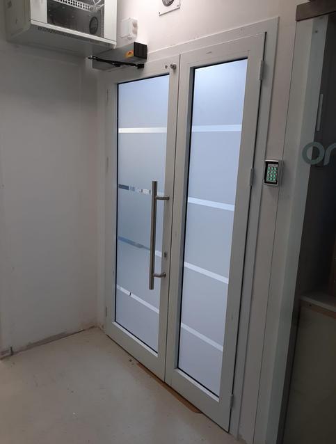דלת חדר נקי מעבדה