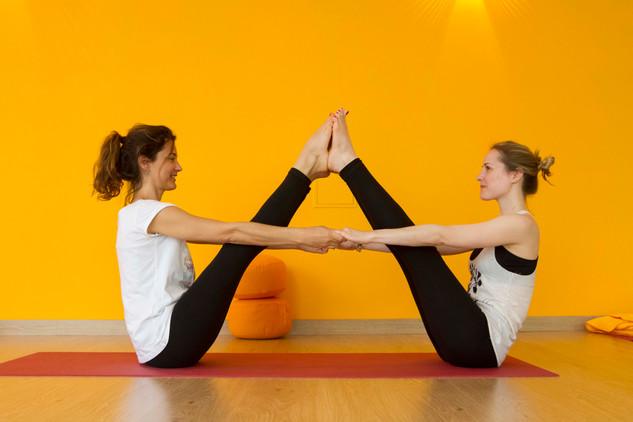yoga-partner-3.jpg
