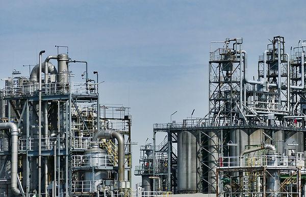 refinery-3613522_1920.jpg