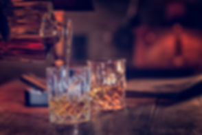 glass-of-whiskey-with-ice-645980664-b985