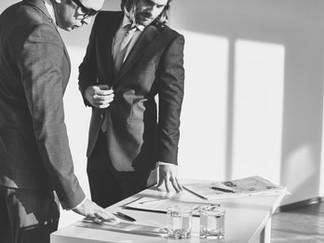 Cómo los hombres pueden enfrentarse a otros hombres sobre el comportamiento sexista