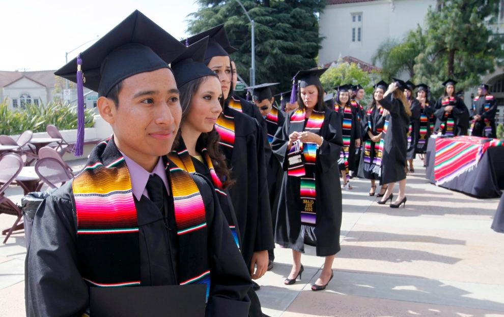 latino-graduation-1-990x624.jpg