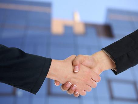 Une agence immobilière digitale avec une relation de proximité au forfait fixe de 15000 € au succès