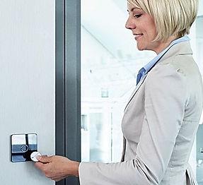 Terminal til online adgangskontrol fra Real Data A/S