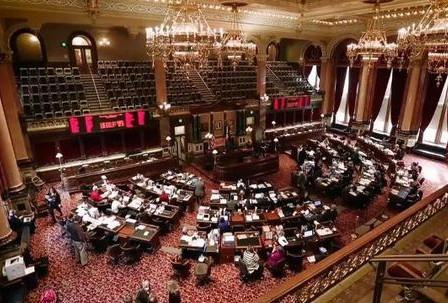 Senate Republicans advance bill limiting gender identity curriculum in Iowa schools