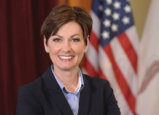 Gov. Kim Reynolds signs executive order restoring felon voting rights, removing Iowa's last-in-t