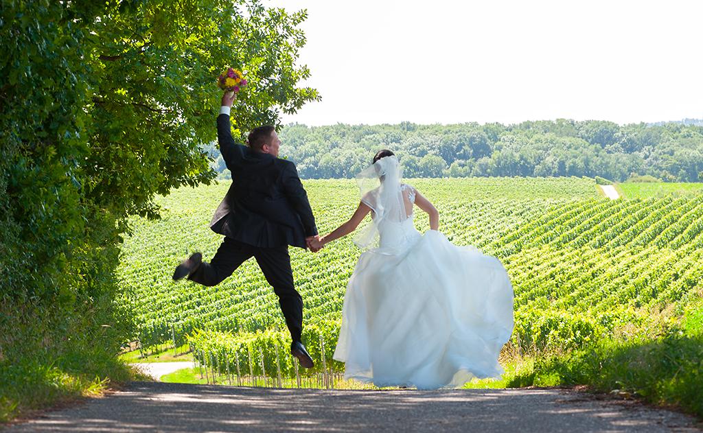 Brautpaar-huepfend