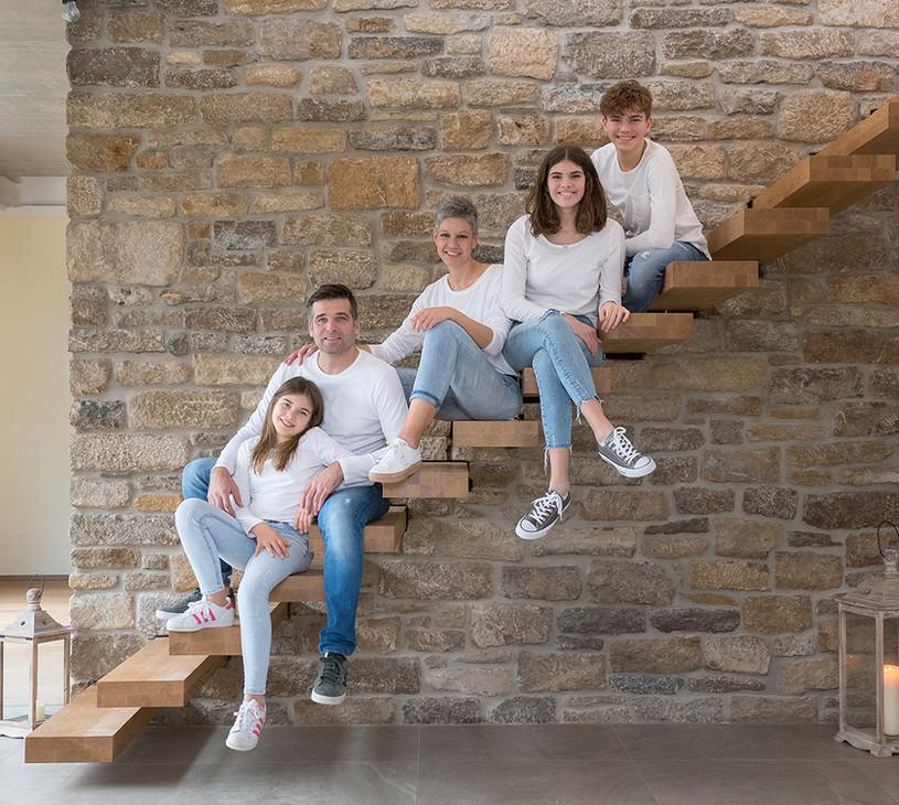 Familie auf der Treppe.jpg