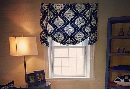 Bold patterned Roman shade #navyblue #pattern #grassclothwallpaper #interiordesign #hillsdale #berks