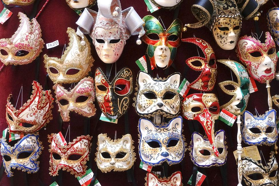 Masken an der Wall