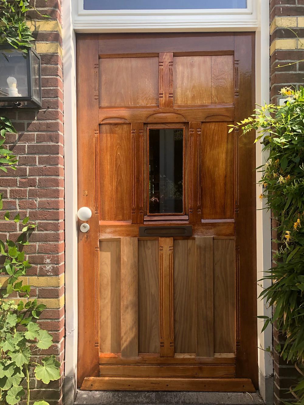 Oplevering van de paneeldeur/voordeur