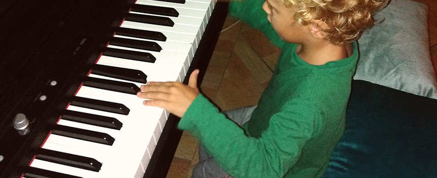 enfant piano mini conservatoire des iles 974 Reunion.jpg